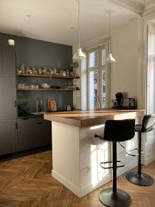 Cuisine relookée dans appartement ancien à Nantes