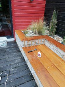 Aménagement de jardin, habillage escalier, jardinière