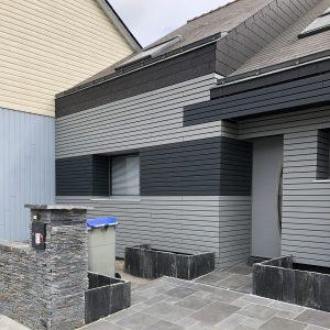 Bardage de 2 nuances de gris sur façade de maison