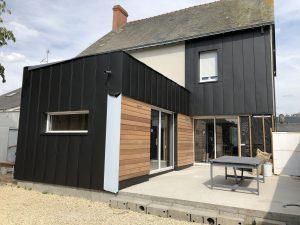 Bardage bois et métal sur extension maison
