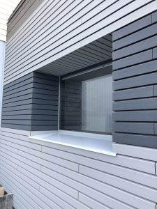 Bardage finitions autour d'une fenêtre
