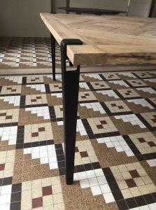 détails du pied de table de fabrication artisanale