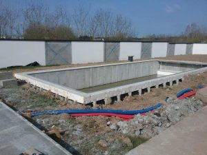 construction d'une grande piscine béton