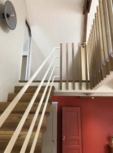 escalier et palier avec garde coprs en fer et potelet en chêne